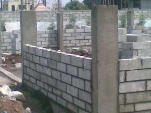 Обязательный каркас для крупного здания - вот основные минусы домов из пеноблоков.