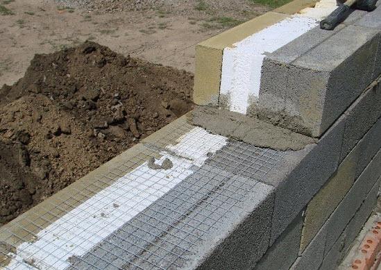 Делаем стены из пеноблоков