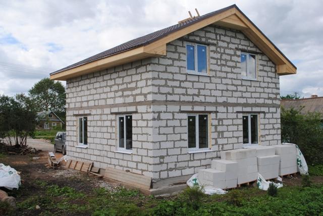 Дачный домик из пеноблоков