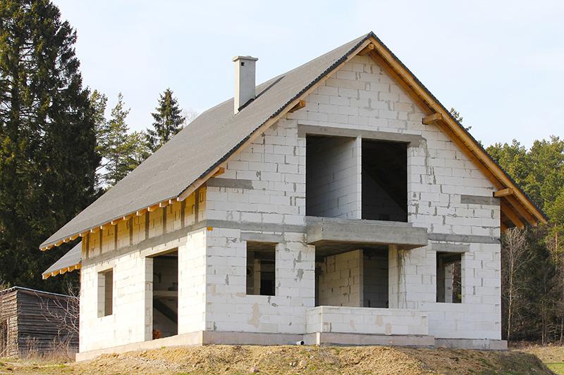 Дом из пеноблоков на фундаменте из блоков из вспененного бетона.