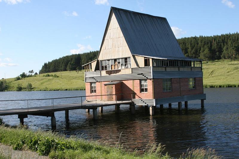Дом на воде с фундаментом из ж/б свай.
