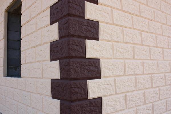 Фасадный пеноблок. Для понижения гигроскопичности блоков применяют технологию устройства лицевого слоя из прочных водостойких материалов.
