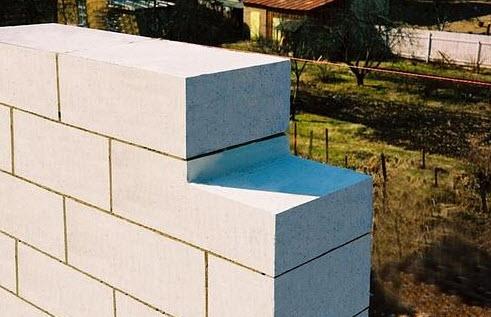 Как выложить стену из пеноблоков