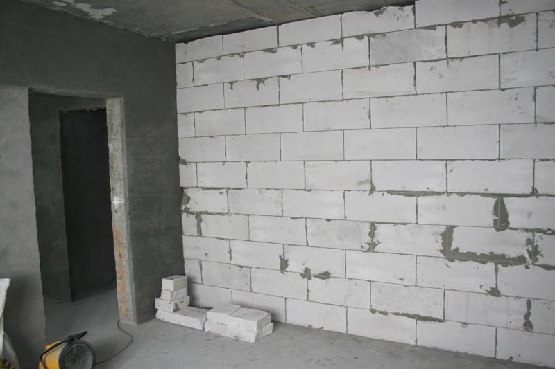 Чем ровней выложены блоки, тем легче последующие отделочные работы.