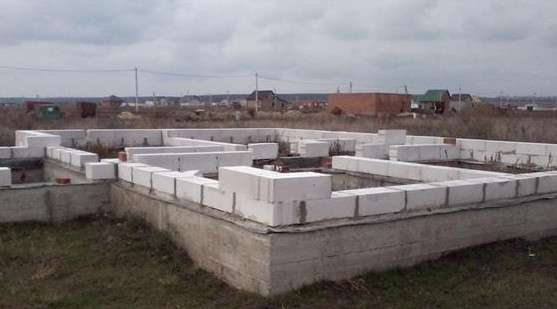 Какой фундамент для дома из пеноблоков