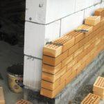 Пенобетон и кирпич, комбинирование материалов при строительстве