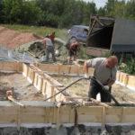 Как построить самому дом из пеноблока: заливка фундамента
