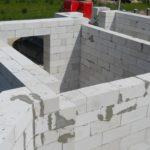 Как построить стену из пеноблоков: инструкция по использованию материала