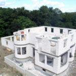 Строящийся дом из газоблока