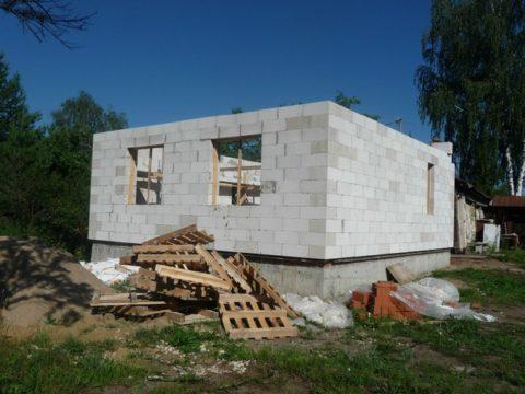 Для возведения такого дома достаточно плотности в Д500