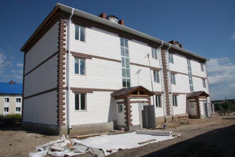 Трехэтажный дом из пеноблока с отделкой