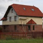Стоит ли строить надежный и комфортный дом из пеноблоков и кирпича – насколько выгодно такое сочетание?