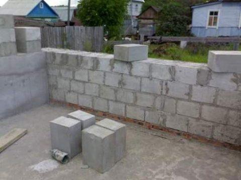 Кладка стеновой конструкции в один камень