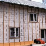 Деревянный каркас на фасаде