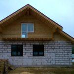 Дом из пеноблока и бревна