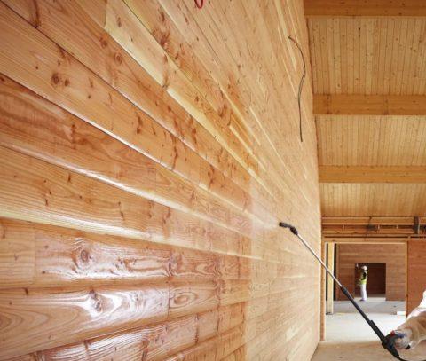 С помощью пропитки можно уменьшить паропроницаемость древесины