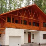 Комбинированные дома из пеноблоков и дерева: целесообразность и особенности строительства