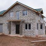 Дом с гаражом из пеноблоков: проекты, особенности возведения