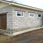 Хозблок с гаражом из ячеистобетонных блоков