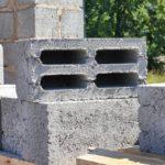 Стеновые блоки из тяжёлого и лёгкого бетона – варианты и их применение