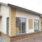 Облагороженный фасад пеноблочного дома