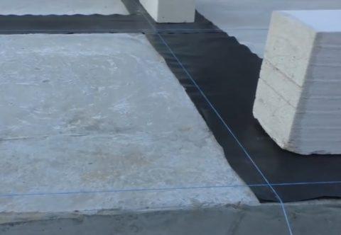 Разметка контура стен с помощью шнура