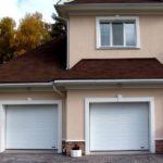 Версия дома с двумя гаражами – встроенным и пристроенным