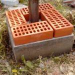 Опалубка снята – можно монтировать кирпич
