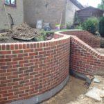 Подпорные стенки на ленте из бетонных блоков