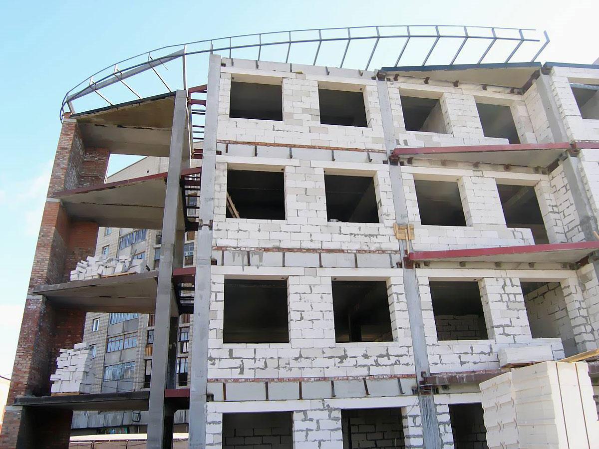 Пеноблоки используют и в многоэтажном строительстве
