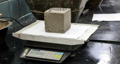 Для определения водопоглощения сравнивают вес образцов после просушки и после насыщения водой