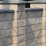 Из фактурных блоков возведены не только столбы, но и весь забор