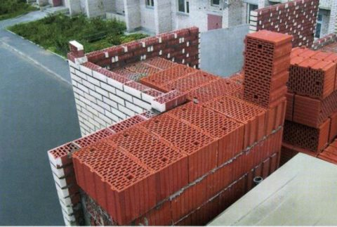 Из керамических блоков можно строить многоэтажные дома