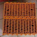 Блоки плотно стыкуются друг с другом системой пазогребневого соединения