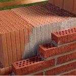 Чем крупнее блоки, тем быстрее возводятся стены