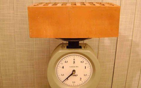 Вес одного кирпича более 3 кг